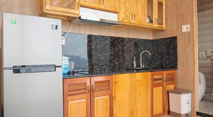 Phòng bếp của Lavie Villa rộng rãi, tiện nghi
